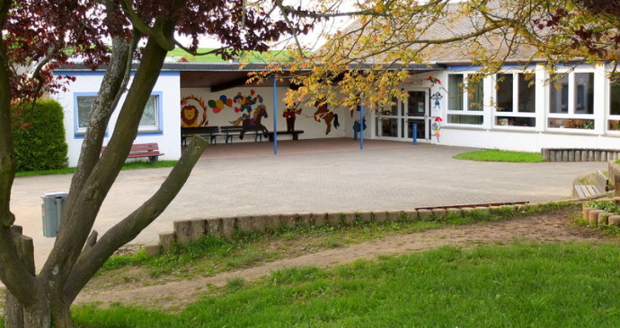 Schulhof der Grundschule Lieg